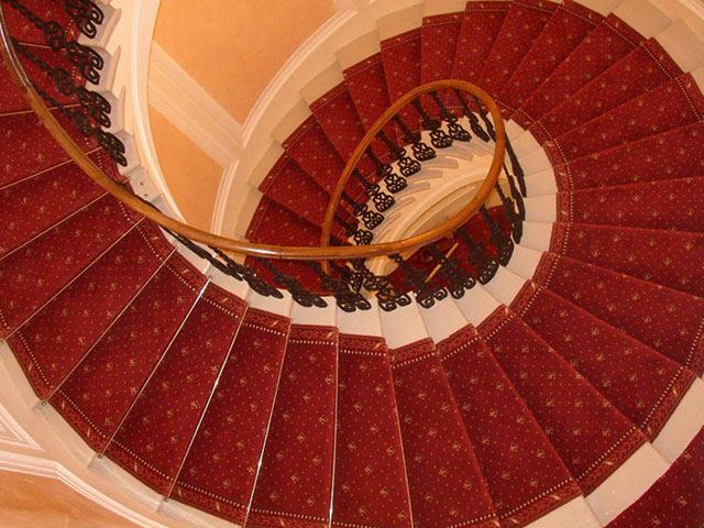 Ковровое покрытие лестницы